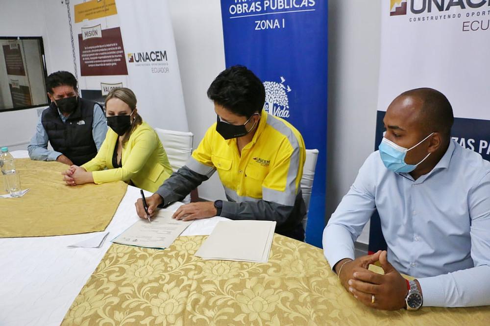 MTOP FIRMÓ UN CONVENIO DE COOPERACIÓN INTERINSTITUCIONAL CON UNACEM ECUADOR